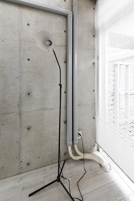 【M/F HOUSE】008号室_LDK_リビング_窓際に照明を_MG_3713