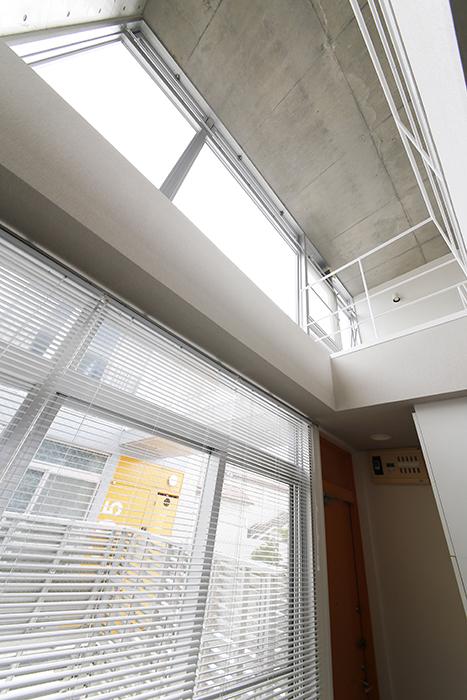 【M/F HOUSE】008号室_LDKからメゾネットタイプの洋室を見上げる_MG_3677