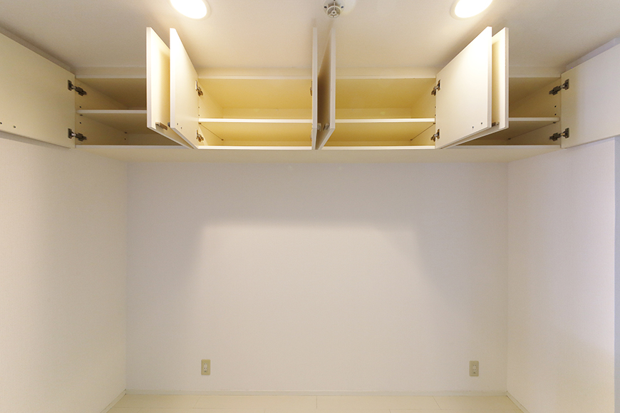 【M/F HOUSE】001号室_LDK_キッチン_背後頭上の収納_MG_2932