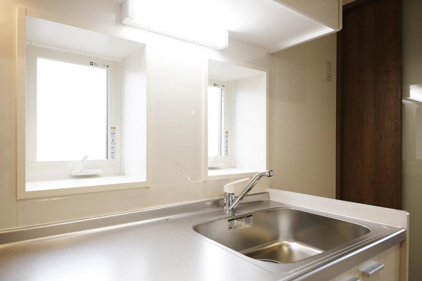 西尾市【モフズヴィラ(Mofz Villa Imagawa)】201号室_キッチン周り_窓のある明るいキッチンです_MG_7211