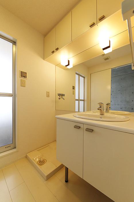【M/F HOUSE】001号室_サニタリー_独立洗面台・室内洗濯機置き場_MG_3117