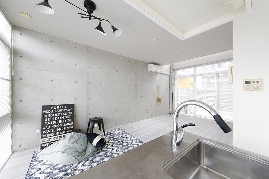 【M/F HOUSE】008号室_LDK_キッチンからリビングへの眺め_MG_3365