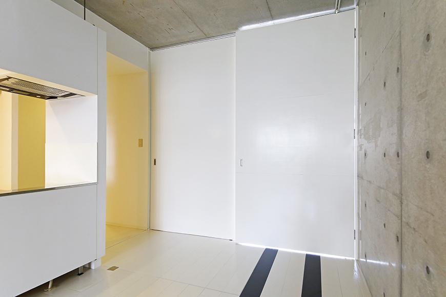 【M/F HOUSE】001号室_LDKと洋室の仕切りドアをOPEN!_MG_2959