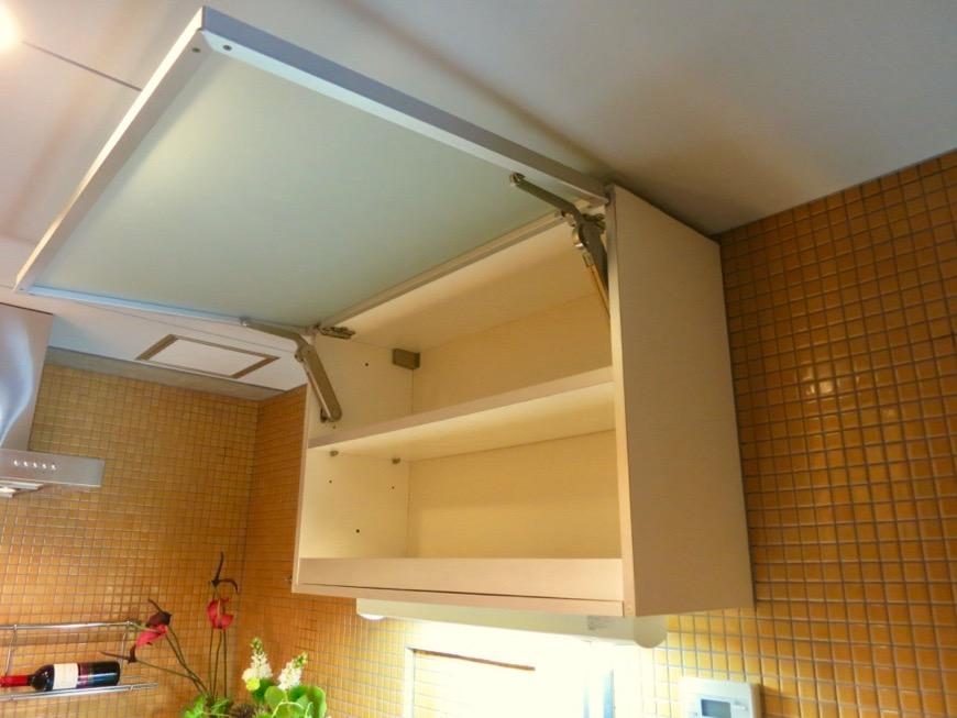 キッチン。鮮やかでお洒落なモザイクタイル貼りのキッチン。ARK HOUSE 南館 3A 何もかもが魅力的な創造空間。17