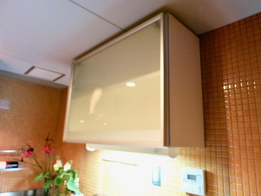 キッチン。鮮やかでお洒落なモザイクタイル貼りのキッチン。ARK HOUSE 南館 3A 何もかもが魅力的な創造空間。18