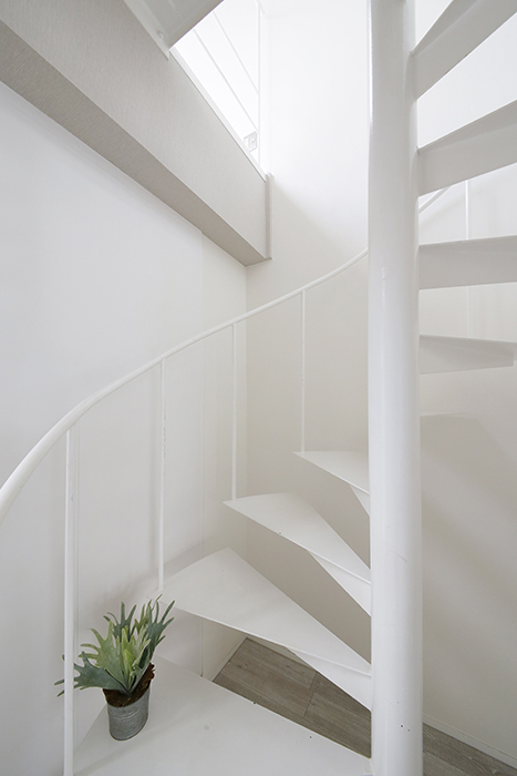 【M/F HOUSE】008号室_LDK_洋室へは螺旋階段で_MG_3475