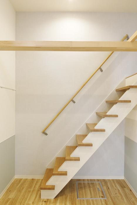 西尾市【モフズヴィラ(Mofz Villa Imagawa)】101号室_洋室_ロフトへの階段_MG_6909