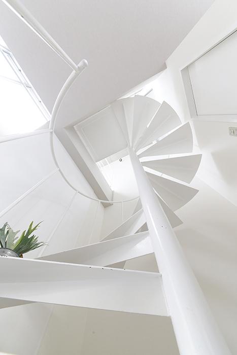 【M/F HOUSE】008号室_LDK_洋室へは螺旋階段で_MG_3471