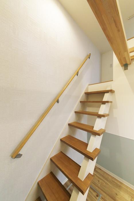 西尾市【モフズヴィラ(Mofz Villa Imagawa)】101号室_洋室からロフトへの階段_MG_6841