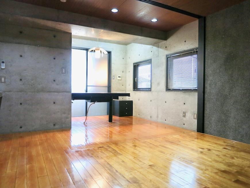 10帖の洋室 コンクリートハウス 風か吹き抜ける美しい要塞。218 HOUSE 2D号室25