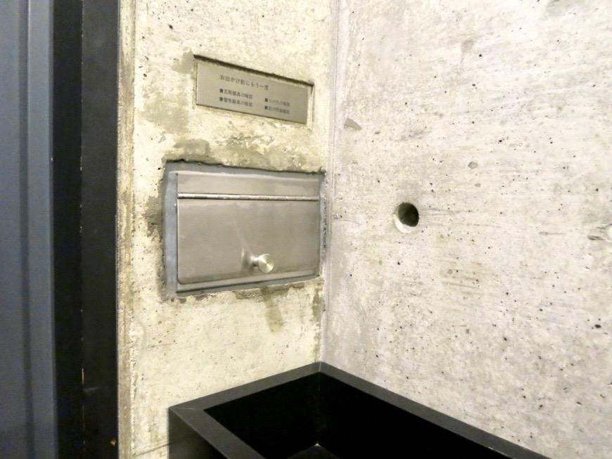 玄関 コンクリートハウス 風か吹き抜ける美しい要塞。218 HOUSE 2D号室7