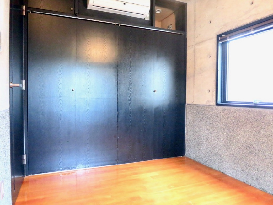 5.5帖洋室 大磯洗い出しの腰壁 コンクリートハウス 風か吹き抜ける美しい要塞。218 HOUSE 2D号室1