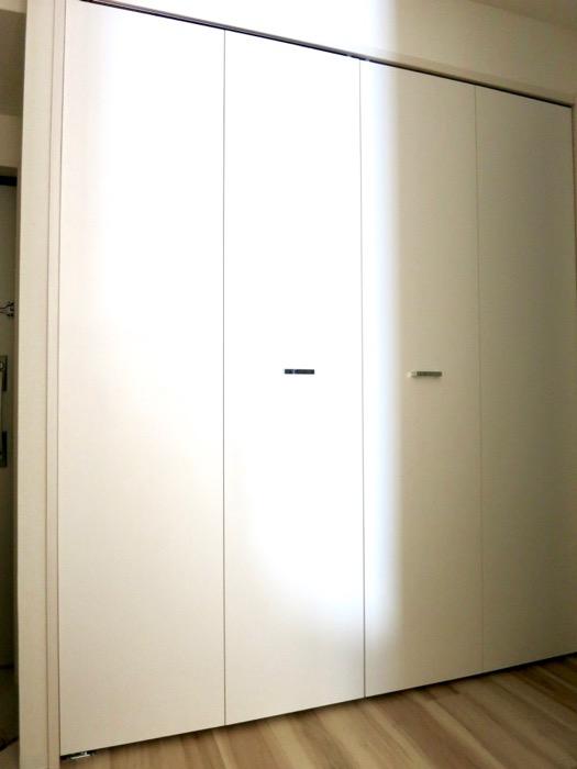 玄関。ナチュラルな造作デスクのあるお部屋。スリーアイランドタワー丸の内502号室6