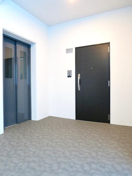 外観・共用。ナチュラルな造作デスクのあるお部屋。スリーアイランドタワー丸の内502号室0