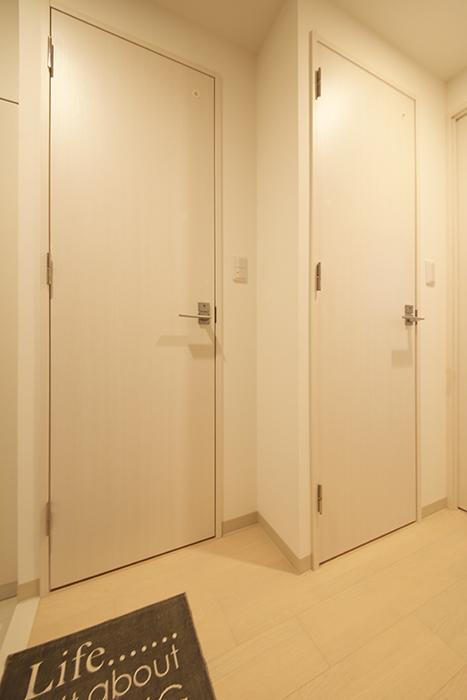 【Aphrodite】301号室_廊下_水周りへのドア_MG_1335