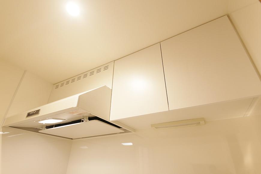 【DRAFT HOUSE】A203号室_水周り_キッチン_頭上の収納棚_MG_8409