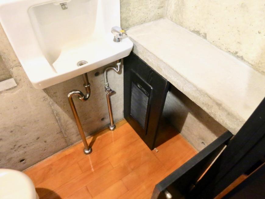 トイレ コンクリートハウス 風か吹き抜ける美しい要塞。218 HOUSE 2D号室2