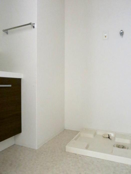 サニタリー。ナチュラルな造作デスクのあるお部屋。スリーアイランドタワー丸の内502号室1