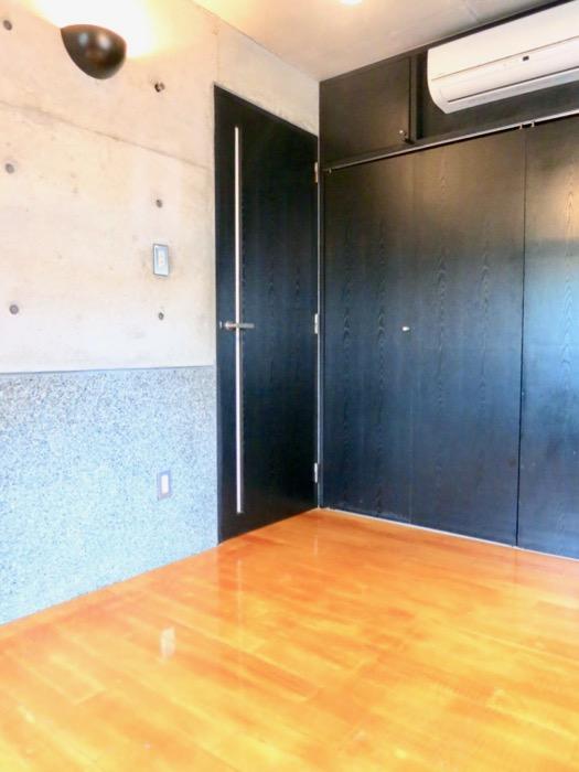 5.5帖洋室 大磯洗い出しの腰壁 コンクリートハウス 風か吹き抜ける美しい要塞。218 HOUSE 2D号室3