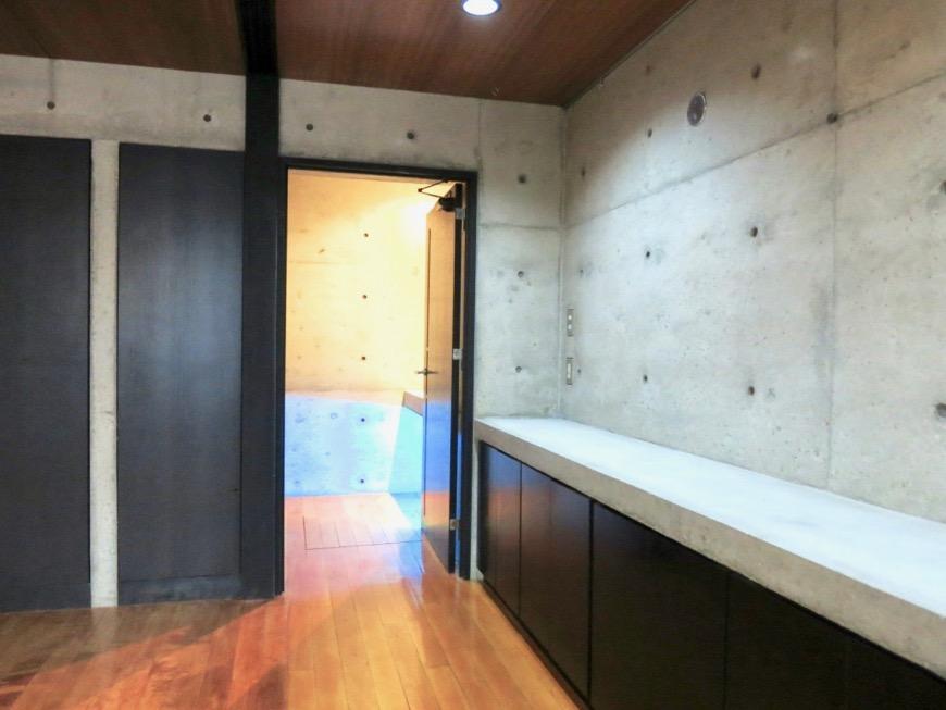 10帖の洋室 コンクリートハウス 風か吹き抜ける美しい要塞。218 HOUSE 2D号室15