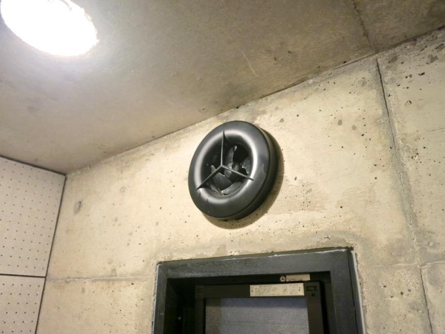 トイレ コンクリートハウス 風か吹き抜ける美しい要塞。218 HOUSE 2D号室3