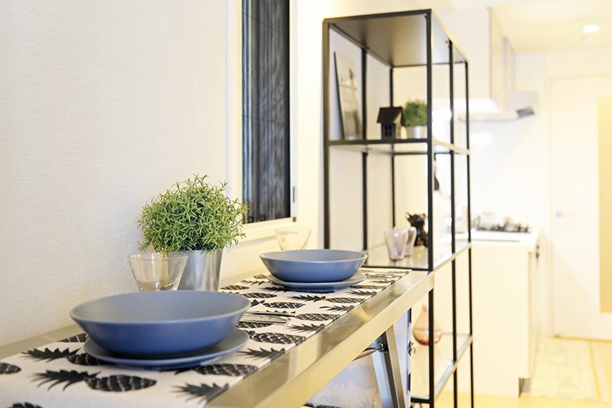 【Aphrodite】301号室_LDK_テーブルからキッチンへの眺め_MG_1660