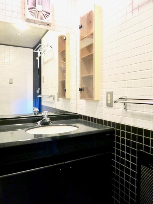 洗面・浴室 コンクリートハウス 風か吹き抜ける美しい要塞。218 HOUSE 2D号室5