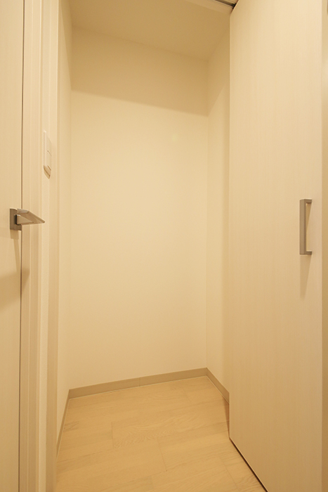 【Aphrodite】301号室_廊下_クローゼット収納_MG_1321