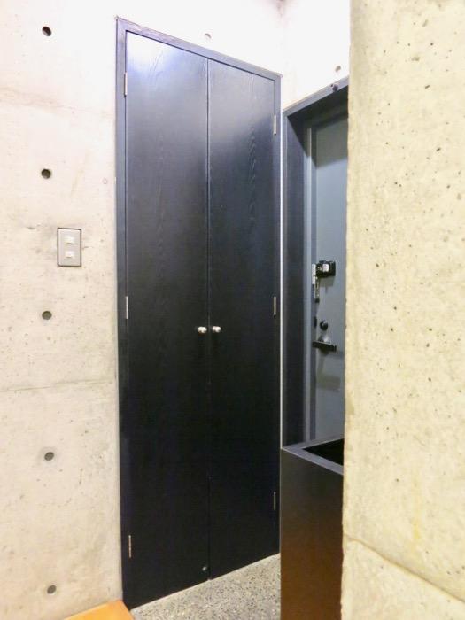 玄関 コンクリートハウス 風か吹き抜ける美しい要塞。218 HOUSE 2D号室6