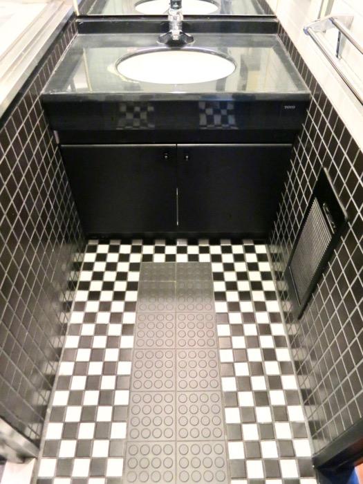 洗面・浴室 コンクリートハウス 風か吹き抜ける美しい要塞。218 HOUSE 2D号室6