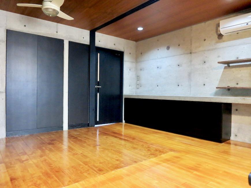 10帖の洋室 コンクリートハウス 風か吹き抜ける美しい要塞。218 HOUSE 2D号室14