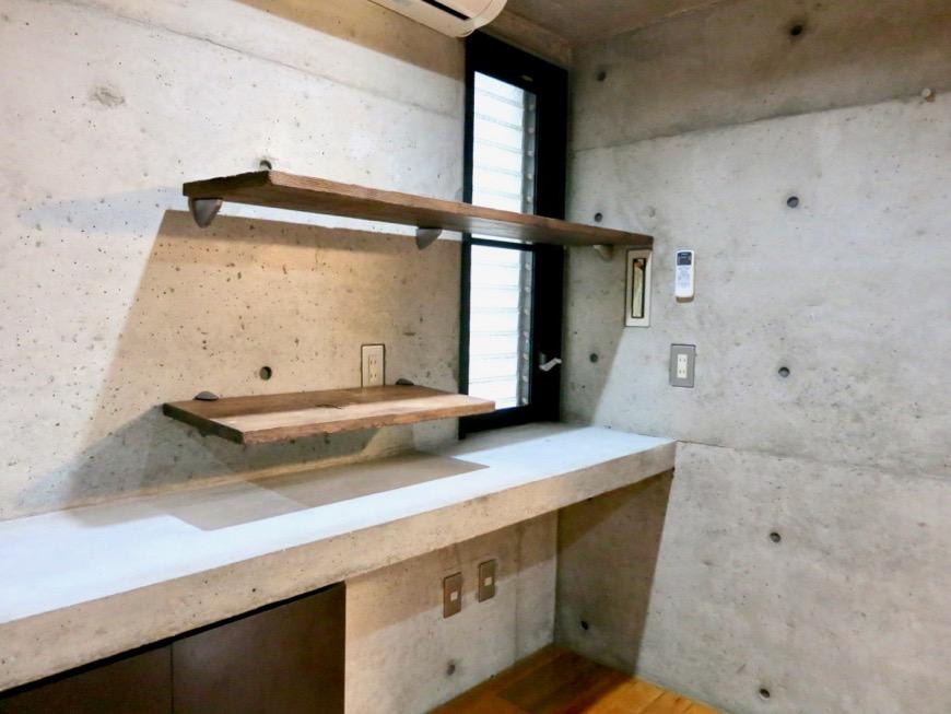 10帖の洋室 コンクリートハウス 風か吹き抜ける美しい要塞。218 HOUSE 2D号室6