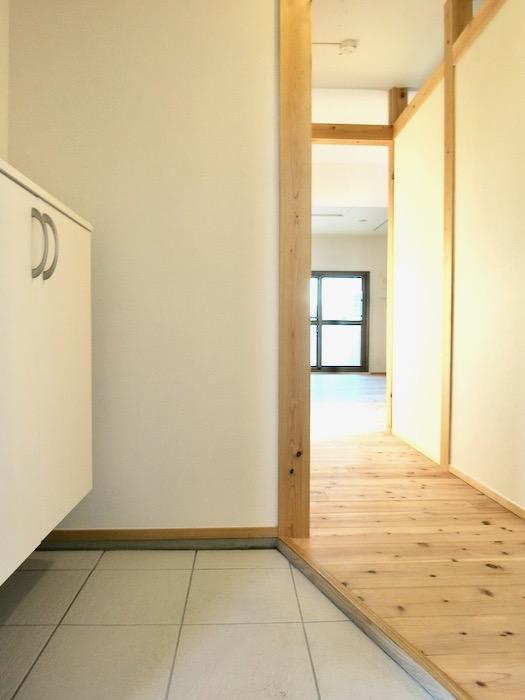 玄関&廊下 天然木が広がるお部屋。インターシティ黒川901号室2