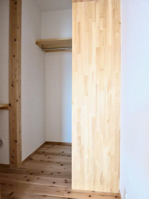 格子戸のある寝室。天然木が広がるお部屋。インターシティ黒川901号室0