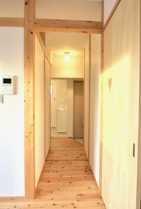 玄関&廊下 天然木が広がるお部屋。インターシティ黒川901号室1