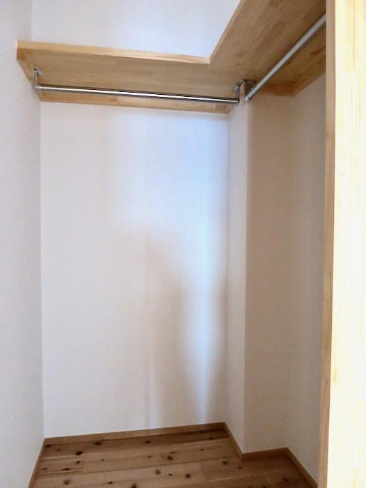 格子戸のある寝室。天然木が広がるお部屋。インターシティ黒川901号室12