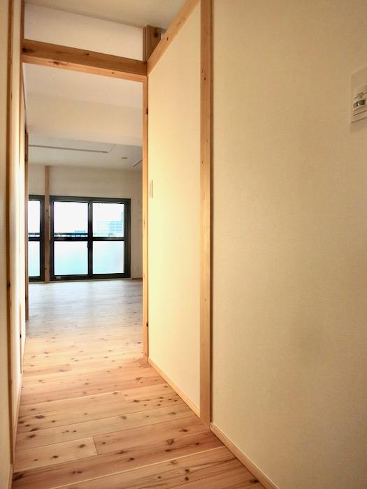 玄関&廊下 天然木が広がるお部屋。インターシティ黒川901号室5