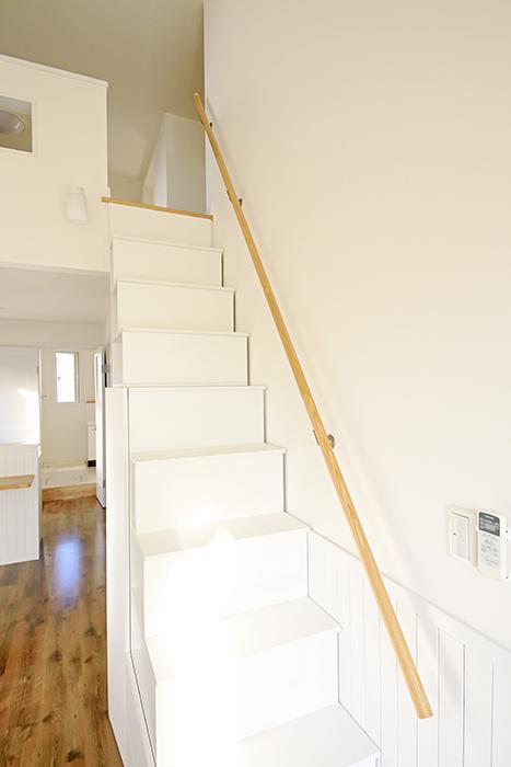 【プリマ名古屋壱番館】201号室_ロフトへの階段_MG_8044