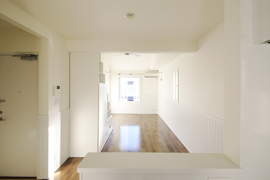 【プリマ名古屋壱番館】201号室_キッチンからリビングへの眺望2_MG_7850