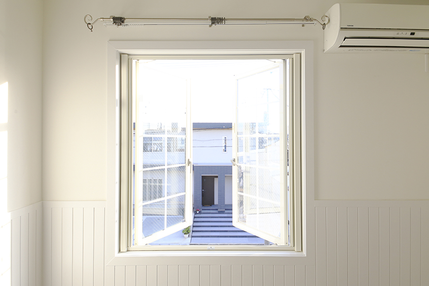 【プリマ名古屋壱番館】201号室_リビング_窓_MG_8009