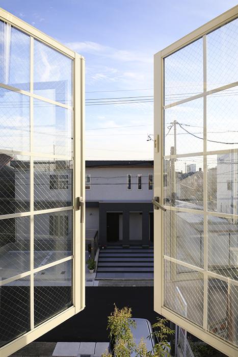 【プリマ名古屋壱番館】201号室_リビング_窓_MG_8149