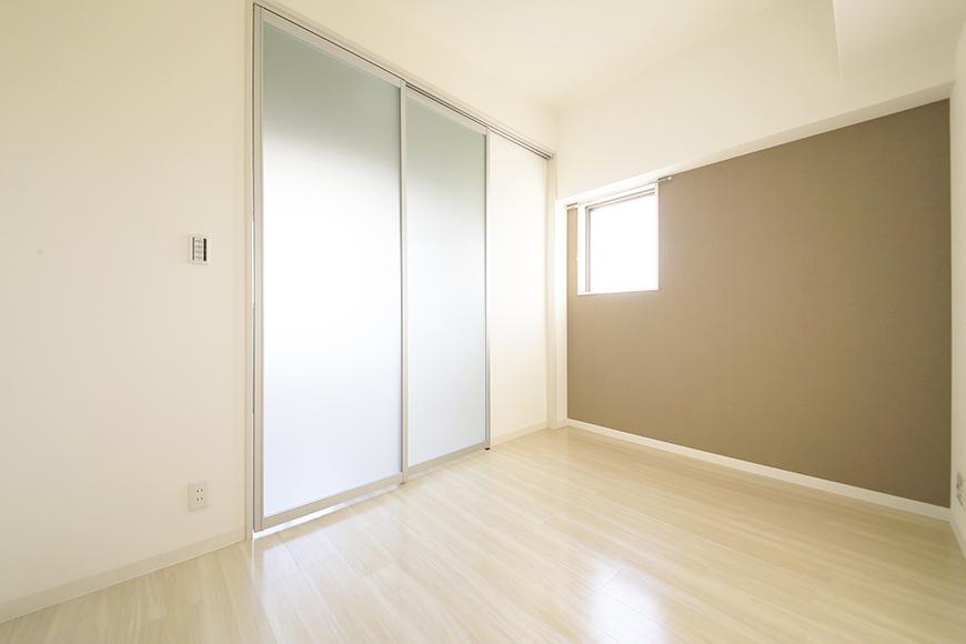 【ポルタニグラ大須】901号室_リビングスペース_仕切りドア_MG_3567