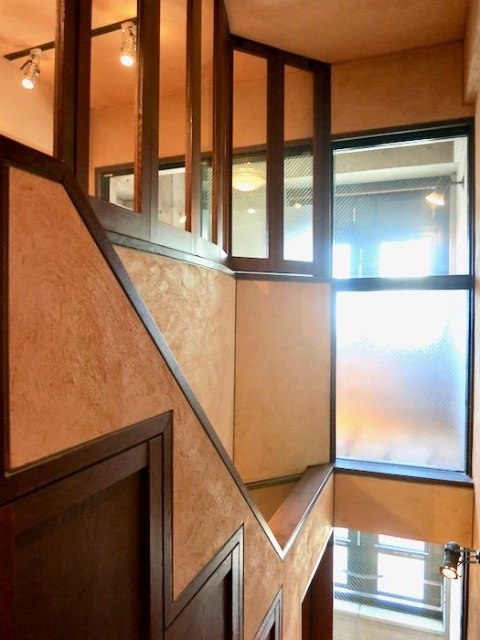 1Fから2Fへの階段。ヴィンテージ3Fメゾネット2000HOUSE4B11