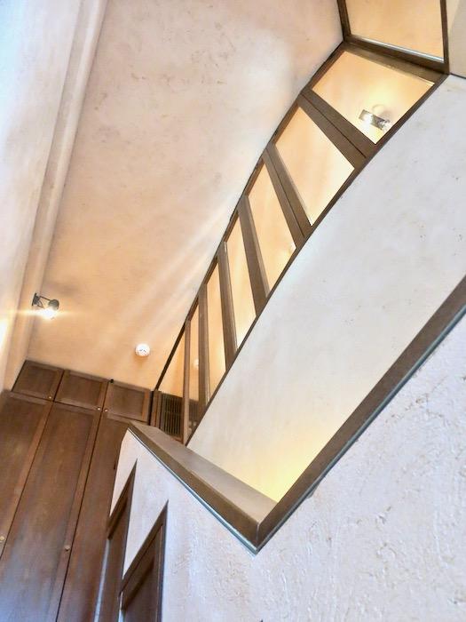 1Fから2Fへの階段。ヴィンテージ3Fメゾネット2000HOUSE4B8