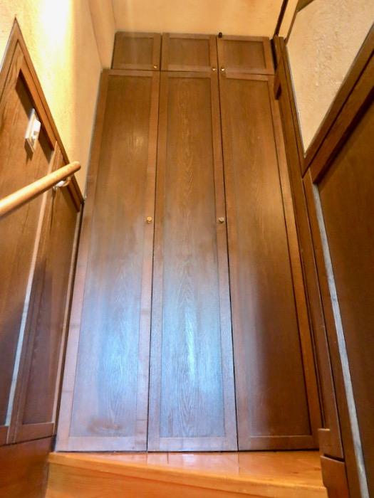 1Fから2Fへの階段。ヴィンテージ3Fメゾネット2000HOUSE4B5