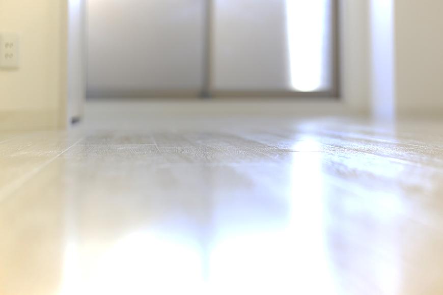 【ポルタニグラ大須】901号室_リビングスペース_明るい光を浴びるフローリング_MG_3729