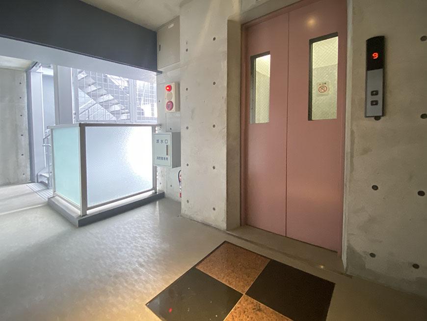 ヴェリエール・ドゥ・セ 玄関前エレベーター