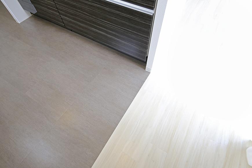 【ポルタニグラ大須】1101号室_LDK_キッチン周り_床材の切り替え_MG_8875