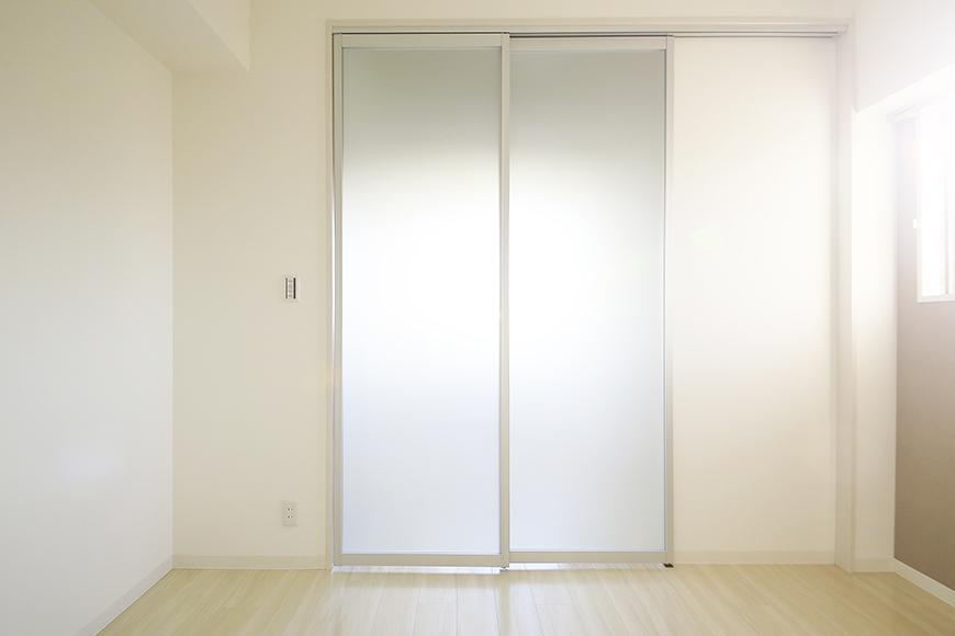 【ポルタニグラ大須】901号室_リビングスペース_仕切りドア_MG_3551