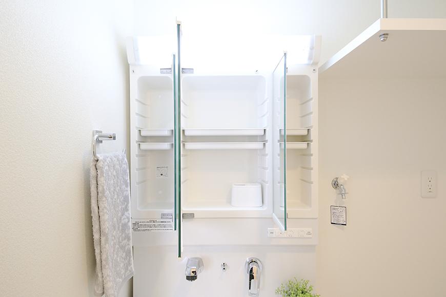 【ポルタニグラ大須】1101号室_水周り_独立洗面台_鏡の裏の収納_MG_8753